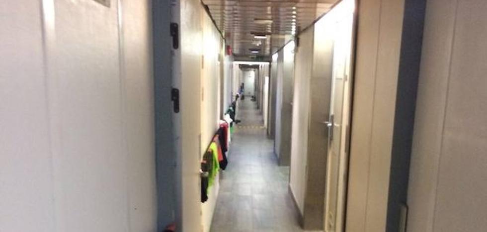 Los guardias civiles asturianos en Cataluña: «Lo cansado es esperar y no saber a qué se espera»