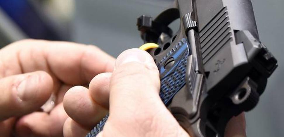 Tres millones de personas llevan a diario un arma cargada en EE UU