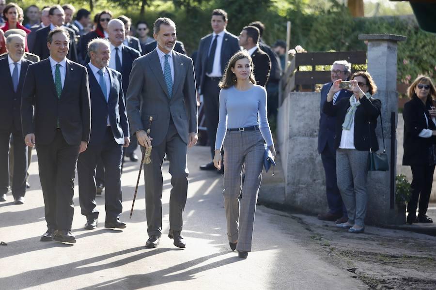 Los Reyes entregan a Poreñu el premio al Pueblo Ejemplar de Asturias 2017
