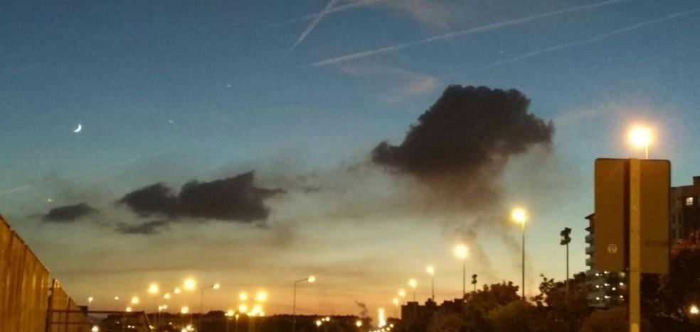 Una nueva nube negra alarma a los vecinos de la zona oeste