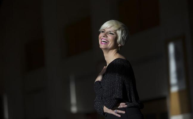 Pasión Vega: «Solo soy una intérprete, una contadora de historias y emociones»