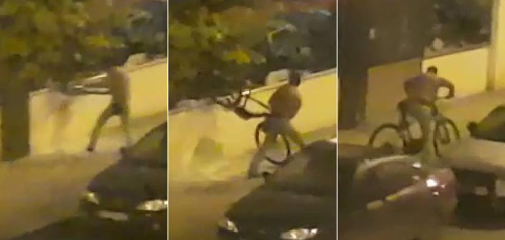 Rompe el cristal, roba una bicicleta y huye