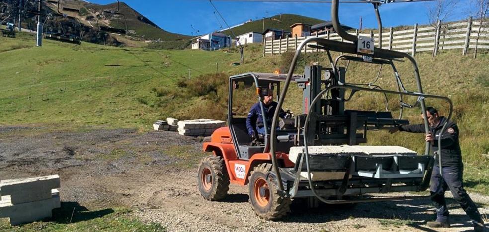 Pajares prueba sus remontes y cañones para intentar abrir la temporada el 30 de noviembre