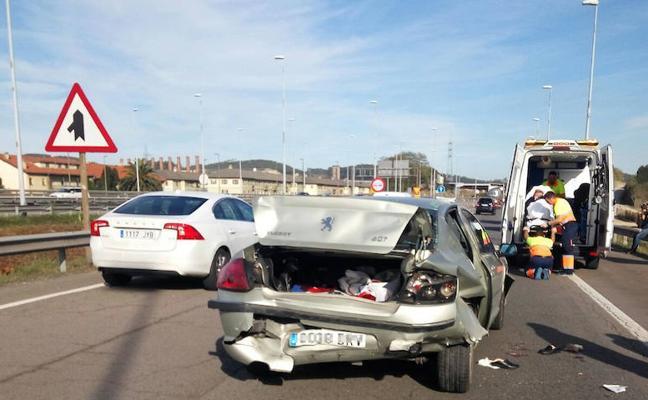 Un accidente en la entrada de Avilés por la Y se salda con cuatro heridos