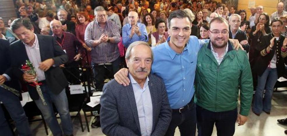 Pedro Sánchez destaca en Oviedo el compromiso del PSOE con el carbón autóctono