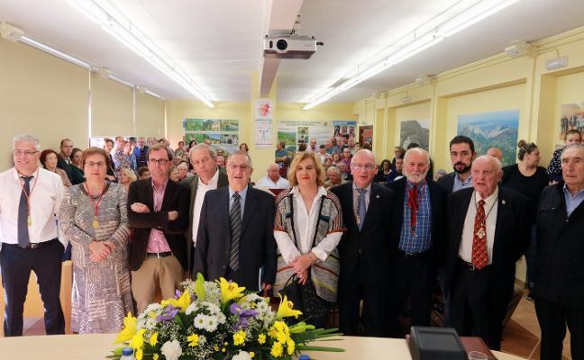 José Luis Cabo toma posesión como cronista oficial de Riosa