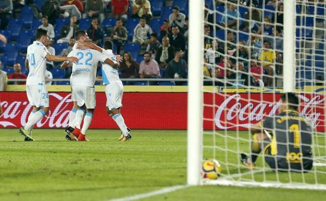El Deportivo remonta un gol tempranero y alarga la crisis de Las Palmas
