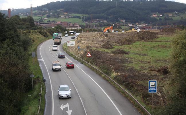 La obra del nuevo acceso a El Musel avanza con un gran desmonte en Veriña
