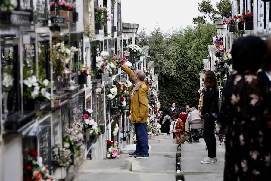 Recuerdo a los ausentes en los cementerios