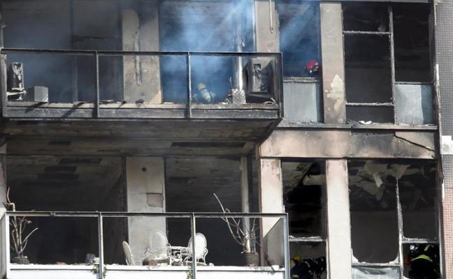 Un muerto y un herido crítico en el incendio de un edificio en Barcelona