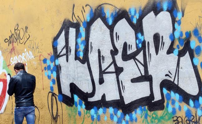La Policía Local eleva las intervenciones en pintadas y multa a 27 grafiteros