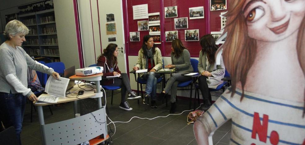 Juventud lleva a Bárbara a los institutos para concienciar sobre la igualdad de género