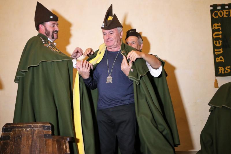 Víctor Manuel ya es cofrade de la Sidra