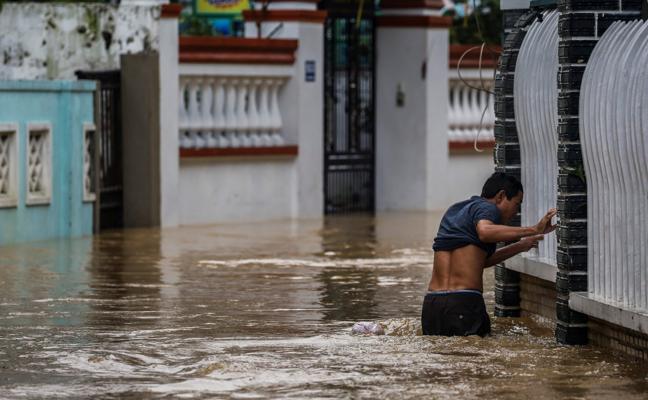 Sube a 61 la cifra de muertos en Vietnam a causa del tifón 'Damrey'