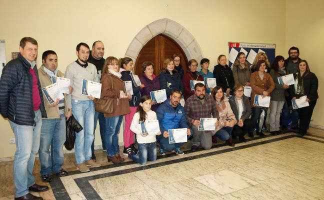 Diplomas para 33 desempleados de Tineo