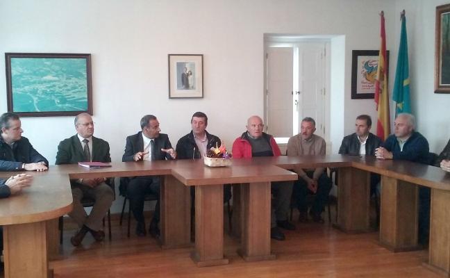 Lastra compromete 160 millones de euros para la carretera Navia-Grandas