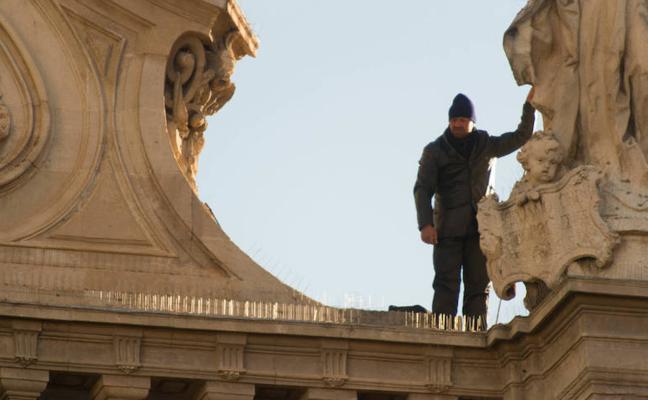 Baja el hombre que amenazaba con lanzarse al vacío desde la Catedral de Murcia
