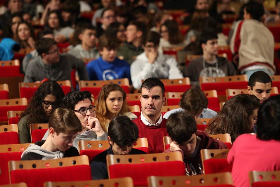 Gijón Smartkids reúne a más de mil chavales en la conferencia de Andreu Veá