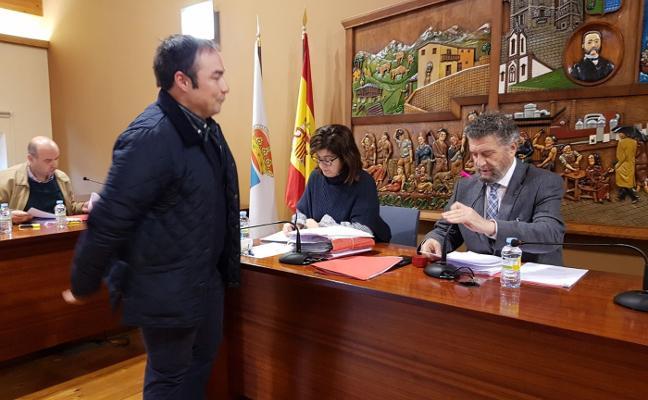 Jaime Fernández toma posesión como nuevo concejal del PP de Navia