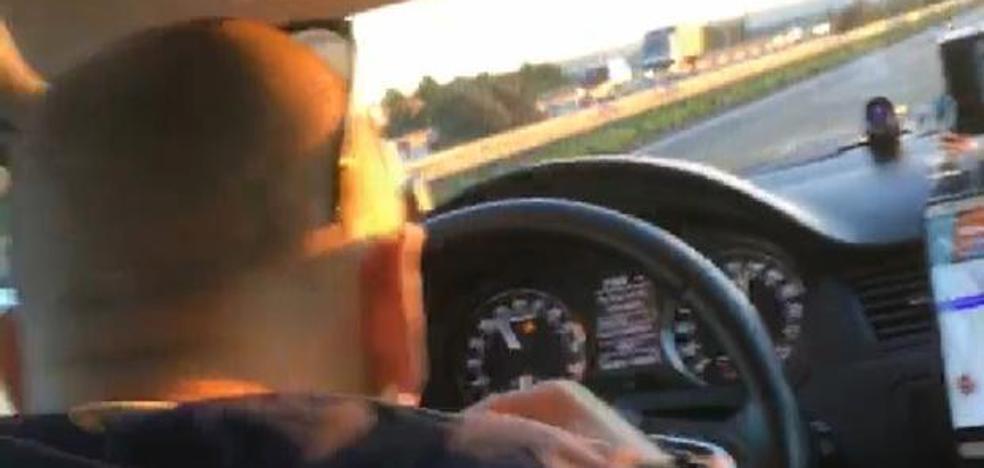 El vídeo de un taxista de Madrid esnifando mientras conduce a 120 kilómetros por hora