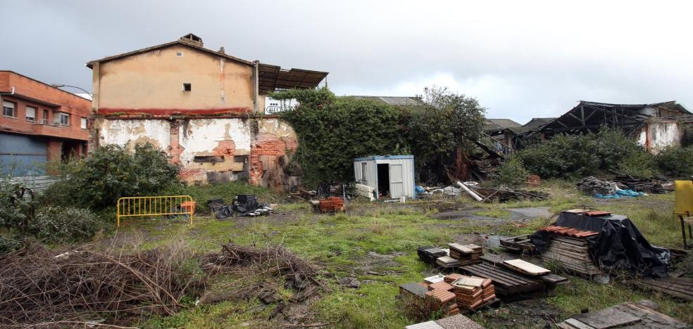 Ciudadanos reclama al Ayuntamiento que limpie los solares abandonados