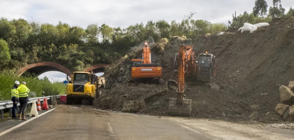 Un argayo corta la autovía del Cantábrico cerca de Cabezón de la Sal