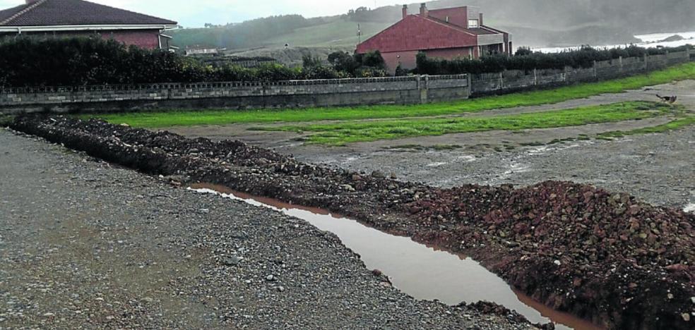 Quejas en Verdicio por el mal estado de la parcela municipal de acceso a la playa