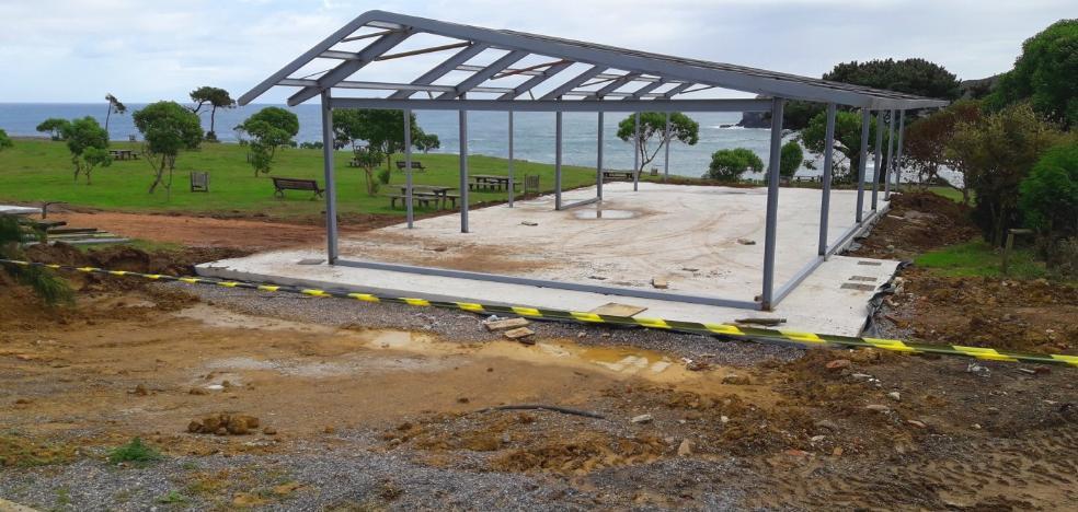Comienzan los trabajos para construir el nuevo chiringuito de Moniello