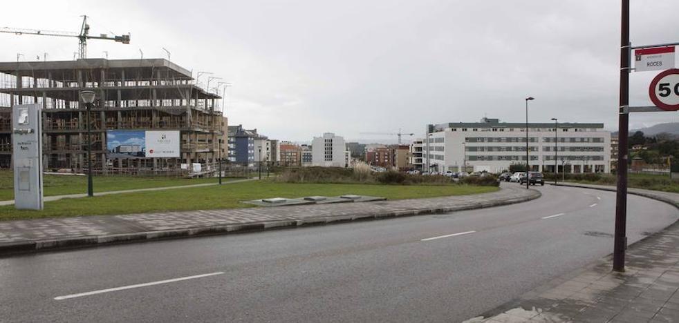 Nuevo Roces cumple una década con un tercio de las parcelas residenciales sin construir