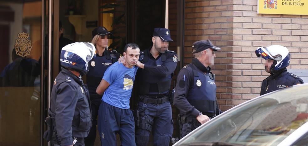 El presunto asesino de la niña de Alzira vuelve al lugar del crimen