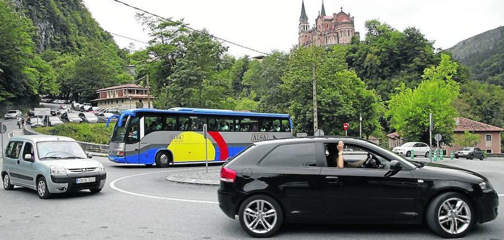 El Principado reordenará los accesos a Covadonga para evitar colapsos en 2018