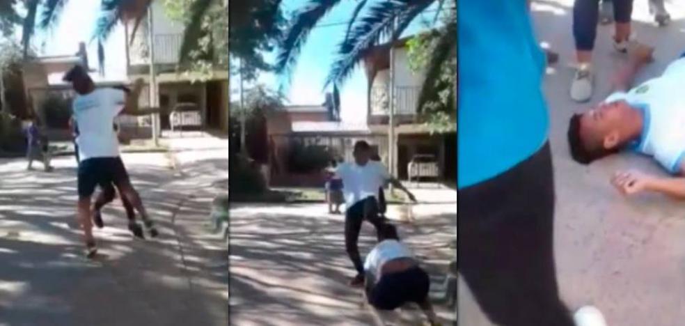 Brutal pelea en Argentina entre dos estudiantes a la salida del colegio