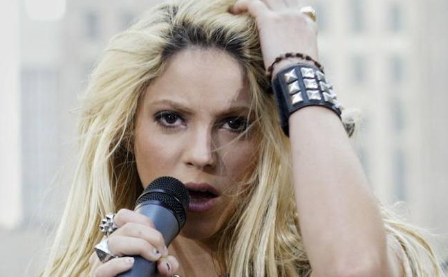 Shakira pospone su gira a 2018 por una hemorragia en las cuerdas vocales