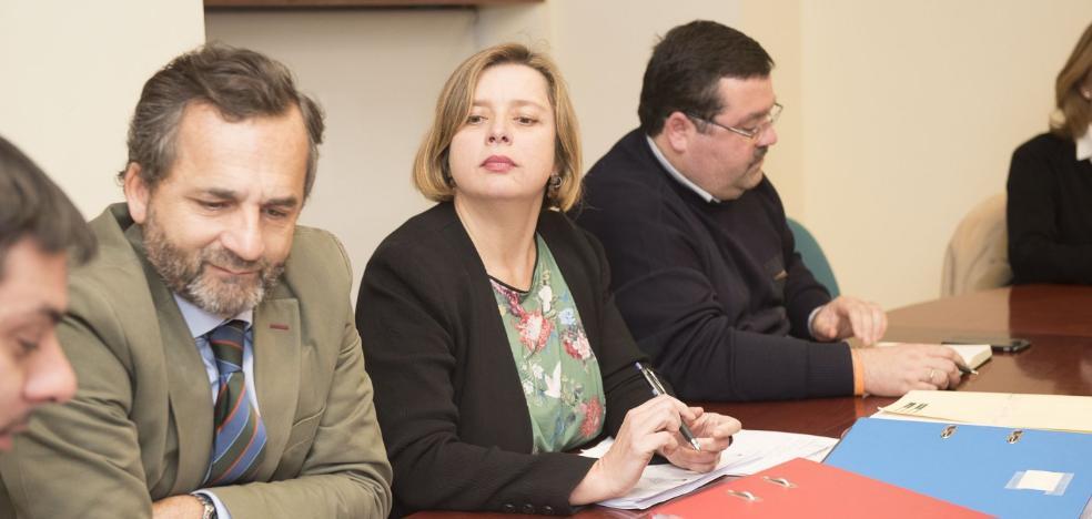 El PSOE se alinea con la oposición y aplaza las conclusiones de Aquagest