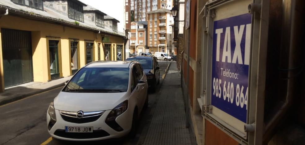 Los taxistas de Luarca se movilizarán para volver a la plaza del Ayuntamiento
