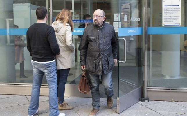 Francisco González, contra el jefe de la Policía de Cudillero: «Solo quiere más dinero»