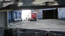 Vuelve a reavivarse el incendio en las naves de Naval Gijón