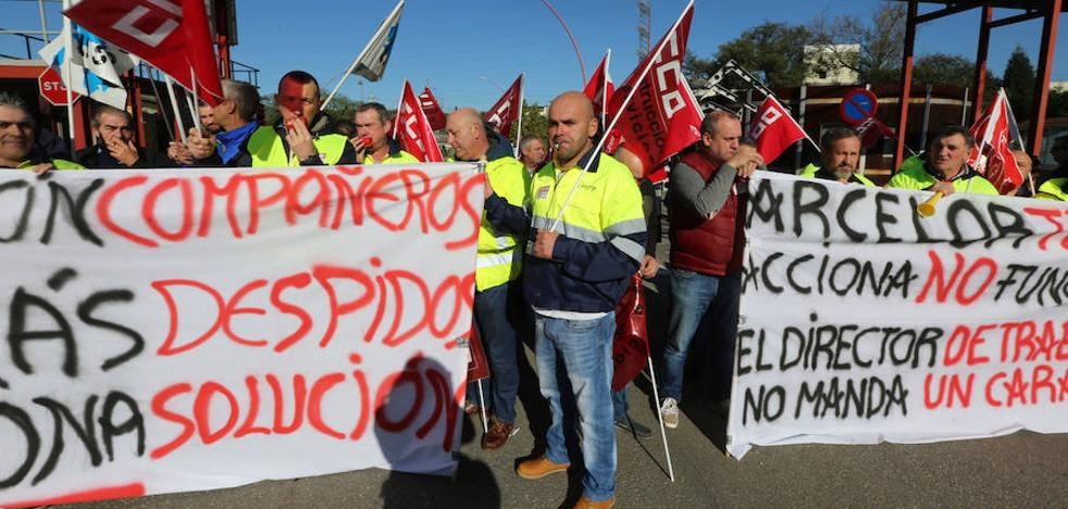 Concentración de trabajadores de Acciona ante Arcelor contra los despidos