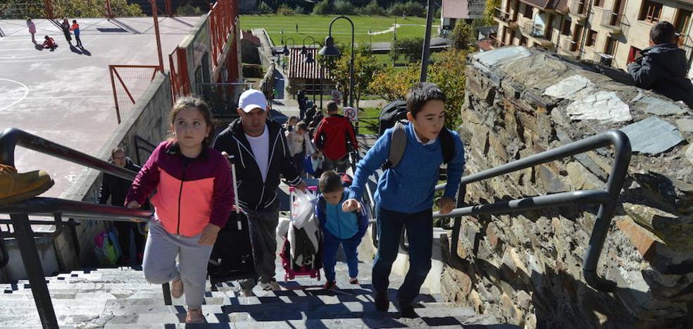 El Ayuntamiento de Cangas renovará las escaleras de acceso a la plaza Conde Toreno