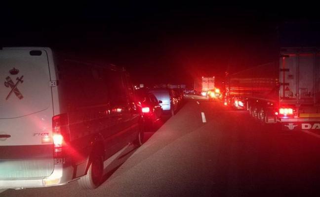 La humareda provocada por la avería de un camión obliga a cortar el Huerna
