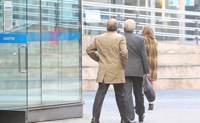 El empleado de Recaudación acusado de acceder a datos de un matrimonio por celos dice que lo hizo «por curiosidad»