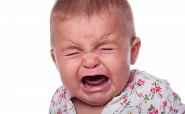 Una familia, a punto de ser desalojada por el llanto de su bebé