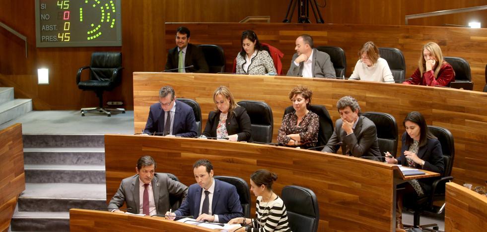 La Junta sube el precio del pacto presupuestario y rechaza el ataque del PP a la oficialidad