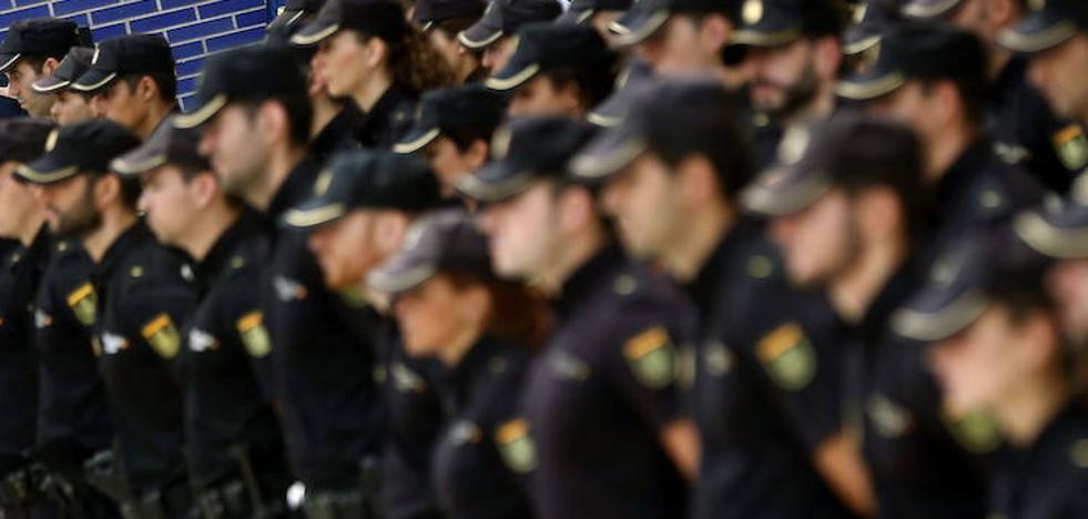 Detenidos dos internautas por amenazas a los agentes desplegados en Cataluña