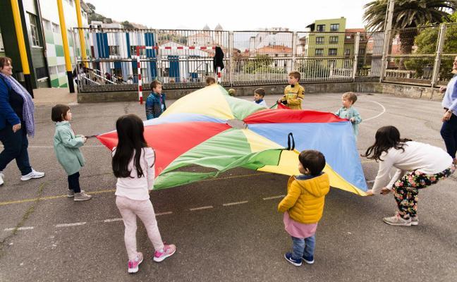 Los escolares riosellanos cambian los videojuegos por el relevo de 'panoyas'