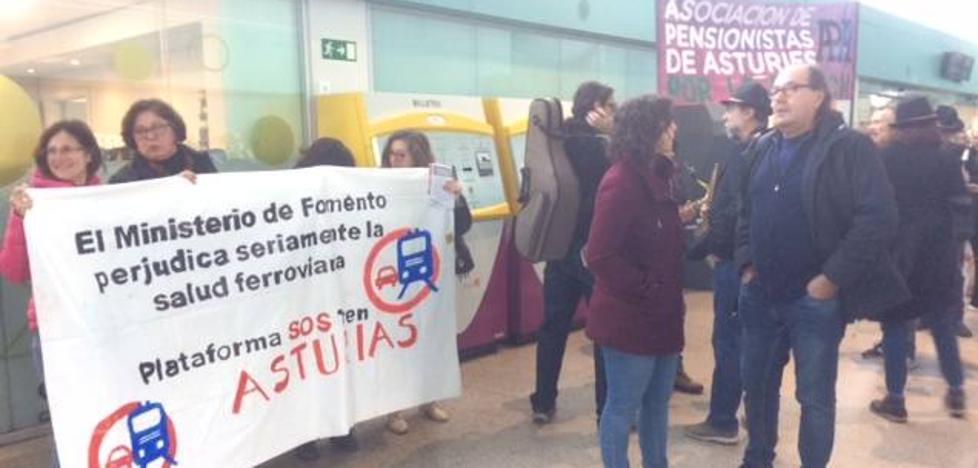 Reivindicación del tren público en la estación provisional de Gijón