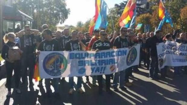 Medio millar de policías y guardias civiles asturianos exigen en Madrid la igualdad salarial