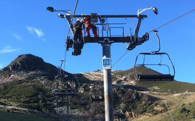 Deportes sopesa prorrogar la concesión de las escuelas de esquí de Fuentes y Pajares