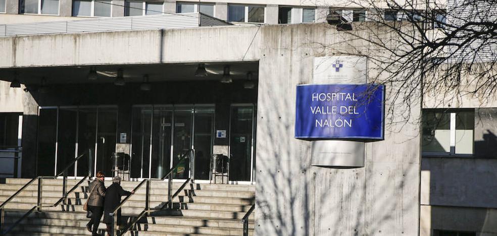 Muere tras precipitarse desde la tercera planta del hospital Valle del Nalón