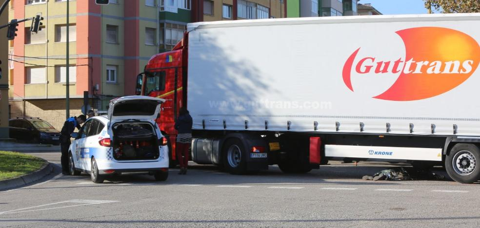 Fallece un transportista jubilado arrollado por un camión en Avilés